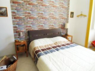 Completely renovated apt in the center - WiFi, Napels