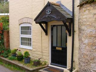 ORCADIA COTTAGE, woodburner, WiFi, character cottage in Sturminster Newton, Ref. 916146