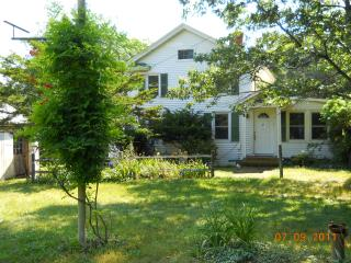 Private renovated farmhouse near sea and vineyards, Southold