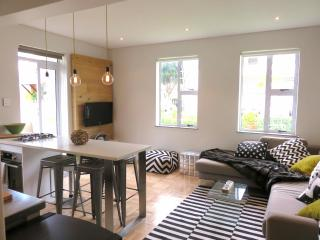 STUNNING MODERN 1Bd Perfectly Situated in SeaPoint, Cape Town Central