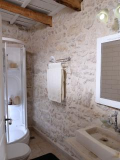Bathroom with shower cabn
