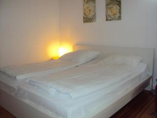 Apartment near Charité Campus Virchow-Klinikum in Berlin-Mitte,clean and cozy like at home.