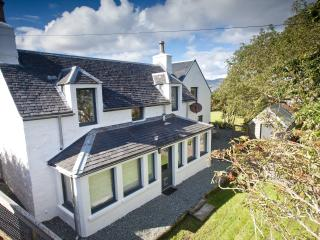 Willowbank Seaside Cottage, Broadford