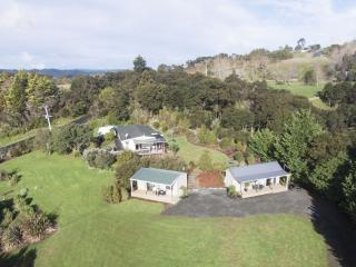Auckland Country Cottages - Fantail Cottage, Clevedon