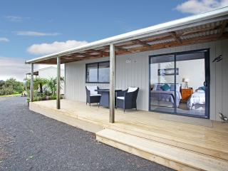 Auckland Country Cottages - Tui Cottage, Clevedon