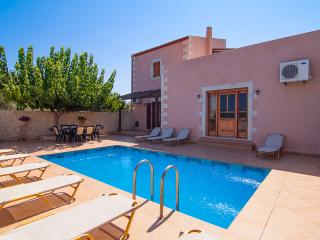 Holiday Villa with Pool, 5 minutes from the beach!, Prefeitura de Rethymnon