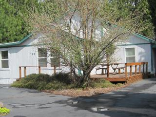 BEND URBAN CABIN/HOT TUB/SLEEPS 6 $195.00 NIGHT, Bend