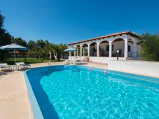 Villa Mina with pool, 100m from sea. 5 people, Rhodes