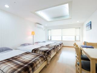 APT at Hongdae, Free portable Wi-Fi router(egg), Best for friends/family up to 4 guests, Seoul