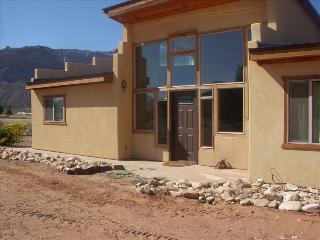 BEAUTIFUL PRIVATE HOME W/ LOTS OF PARKING, Moab