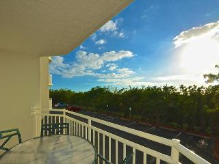 DOMINICAN SUITE #110 - 2/2 Condo w/ Pool & Hot Tub - Near Smathers Beach, Key West