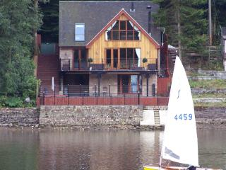 Luxury Waterside Holiday Retreat, Leek