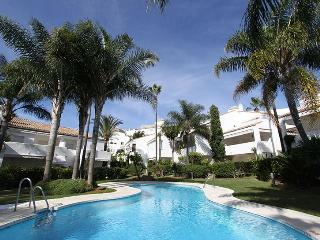 Beachfront 1.line 2 separate houses-pool-garden, Marbella