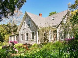 IN-TOWN HISTORIC CHARMER WITH POOL - VH RMAN-33, Vineyard Haven