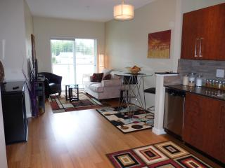 Upscale condo close to RRU, Beach & Golf, Victoria