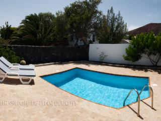 Villas Los Claveles with private pool and 3 beds, Playa Blanca
