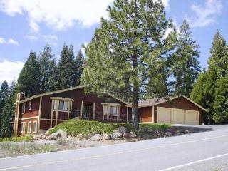 Country Club Golf Course Home near Rec Area 1, Lake Almanor Peninsula