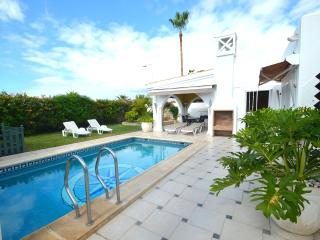 Luxury villa in Madronal with private heated pool, Fanabe