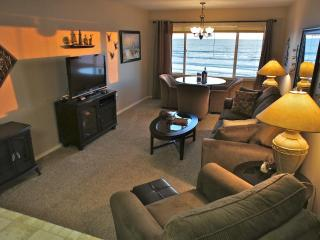 Shore Thing - Stunning oceanfront condo. Sleeps 4, Lincoln City