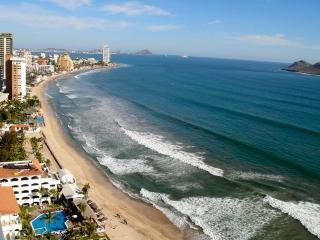 Luxury 2 Bdr Condo in the Golden Zone, Mazatlan
