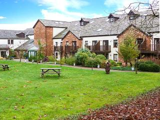 FELL VIEW, luxury first floor apartment, excellent leisure facilities on-site, romantic retreat, near Penruddock and Keswick, Ref 17386, Penrith