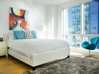 Lux waterfront 2BR w/pool & WiFi, Jersey City