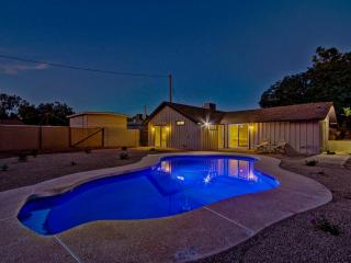 Arcadia Area Pool and 3 BR/BA - Great Location NEW, Phoenix