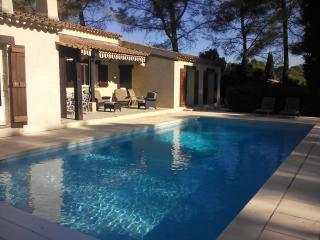 Beautiful Villa with Pool  in Private Grounds, Mougins