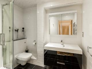 Luxury Two Bedroom In Chelsea Harbour, London