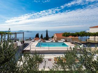 Apartments Klis -Two-Bedroom Apartment with Terrace, Mlini