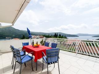Apartments Katarina- Two-Bedroom Apartment with Terrace and Sea View, Slano