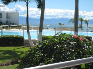 Beautiful 1 Bedroom With a Den With 2 Pools in The, Nuevo Vallarta