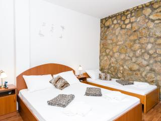 Guest House Daniela- Triple Room with Balcony and Sea View, Mlini