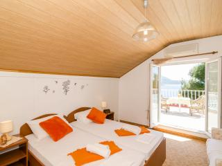 Guest House Daniela - Double Room with Balcony and Sea View-5, Mlini