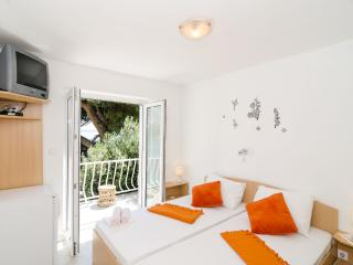 Guest House Daniela - Double Room with Balcony and Sea View-4, Mlini