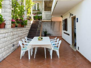 Apartments Kate - Two-Bedroom Apartment with Balcony and Sea View, Mlini