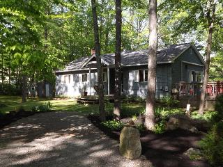 DUCK INN | WAYNE MAINE | ON DEXTER POND | KAYAKING, FISHING, SWIMMING, BIRDING | FAMILY VACATION | GIRL'S WEEKEND, North Monmouth
