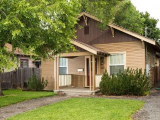 Walk to Downtown! Historic District, Delaware House, Hot Tub, Pet Friendly, Bend