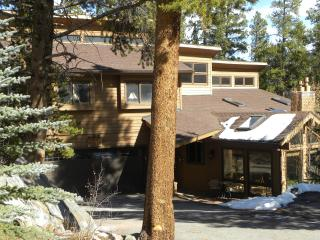 Country Mountain House in-town home, ski-in, Breckenridge