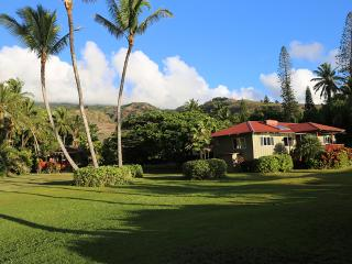 Private Oceanfront Home and Cottage, On the Beach!, Kaunakakai