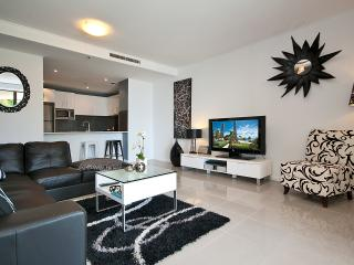WOW FACTOR, 5 STAR PROPERTY - OCEAN. VIEWS, Surfers Paradise