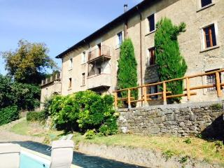 THE WILD BOARS - BEAUTIFUL RUSTIC VILLA, Caprignana