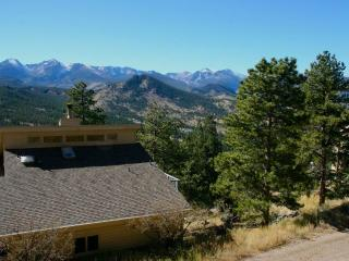 The Cliffview at Windcliff: Panoramic RMNP Views, Hot Tub, Big Decks, Wildlife, Estes Park