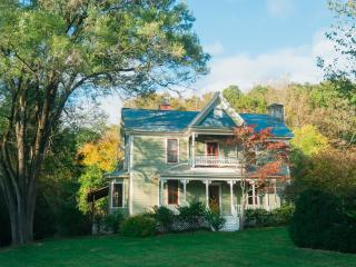 Victorian Farmhouse in the valley, Asheville