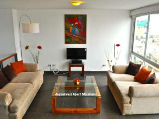 Sleep 6! 4 bed/ 3 1/2 bath, center of Miraflores, Lima