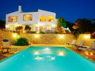 Luxury Villa Chania, Panoramic sea Views, Plaka