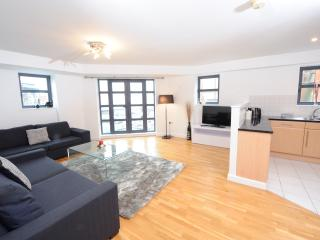 Immaculate 3 bed Manchester Holiday Apartment (8)