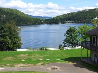 Up to 200 People! 600' Private Lake! 28 Acres!, Mont Tremblant