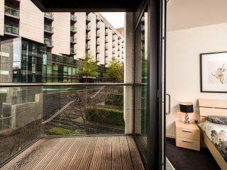 London Docklands Canary Wharf Luxury Apartment E14