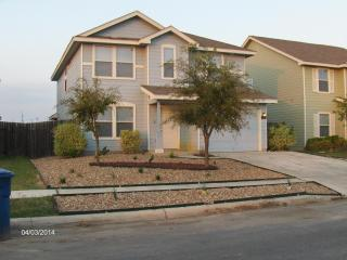 Large House 3 Mi From Lackland, 2 Master Suites, San Antonio